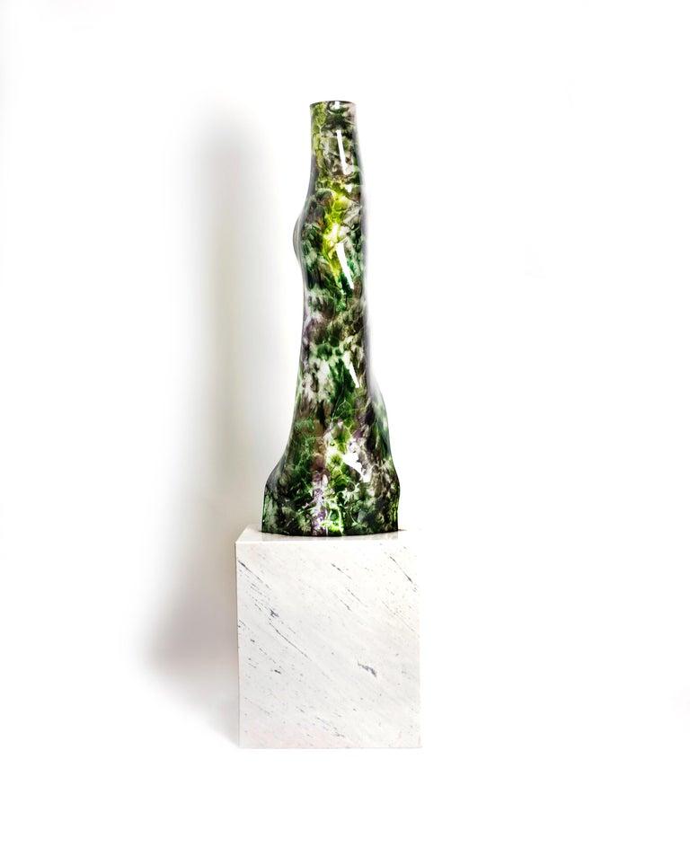 Magikarpet Multicolor Green Hues Organic Glass Lamp w/White Marble Lighting Base In New Condition For Sale In Naucalpan, Edo de Mex