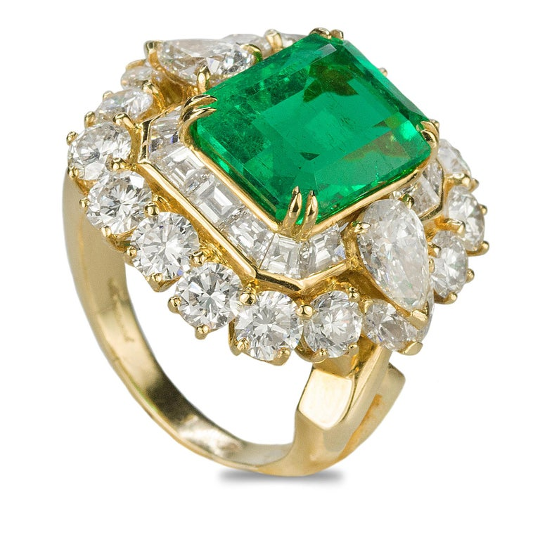 Magnificent 6.25 Carat Colombian Emerald Diamond Ring In Excellent Condition For Sale In Sarasota, FL