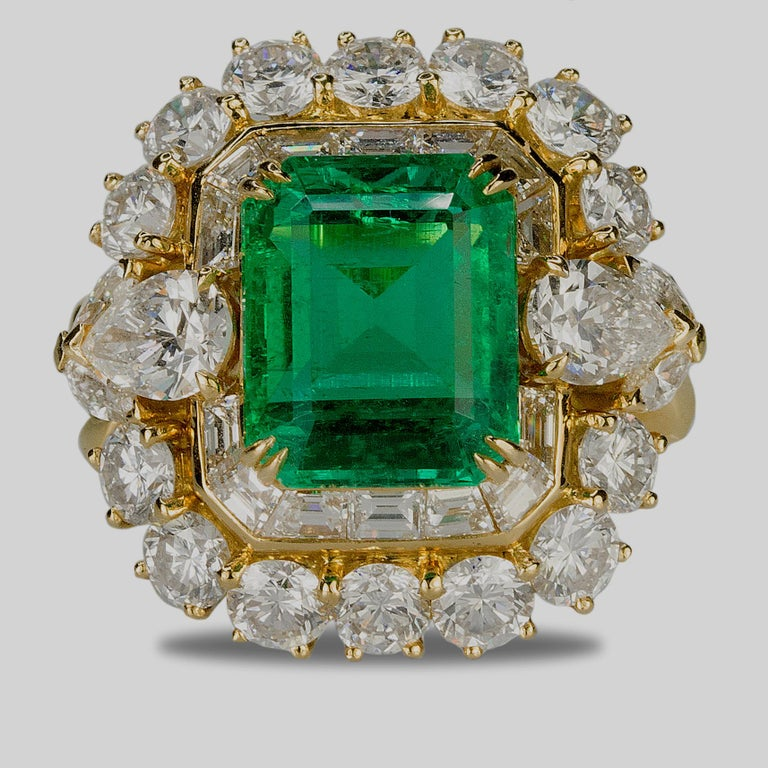 Magnificent 6.25 Carat Colombian Emerald Diamond Ring For Sale 1