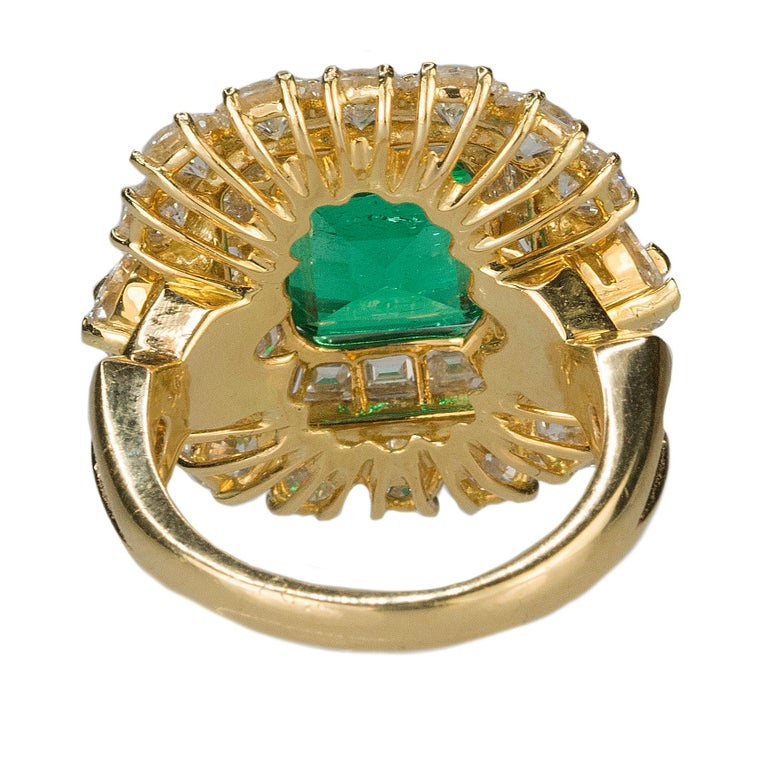 Magnificent 6.25 Carat Colombian Emerald Diamond Ring For Sale 2