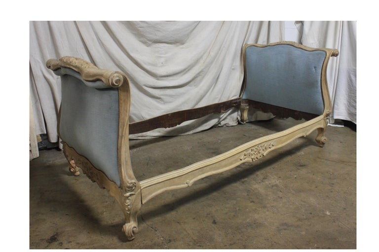 Walnut Magnificent 18th Century French Louis XV Period Daybed For Sale