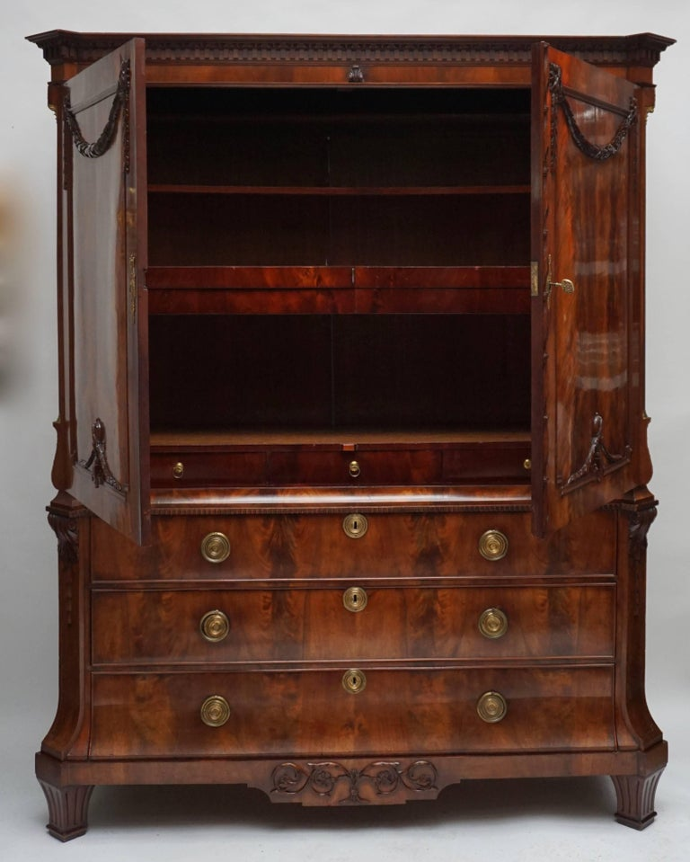 Magnificent 18th Century Mahogany Neoclassical Empire Dutch Cabinet In Good Condition For Sale In Antwerp, BE