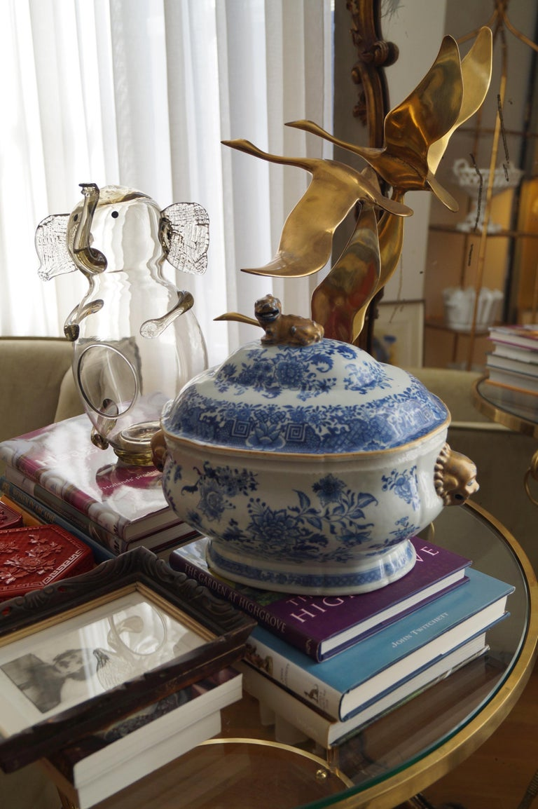 Chinese Magnificent 18th Century Qianlong Period Soup Tureen with Golden Details For Sale