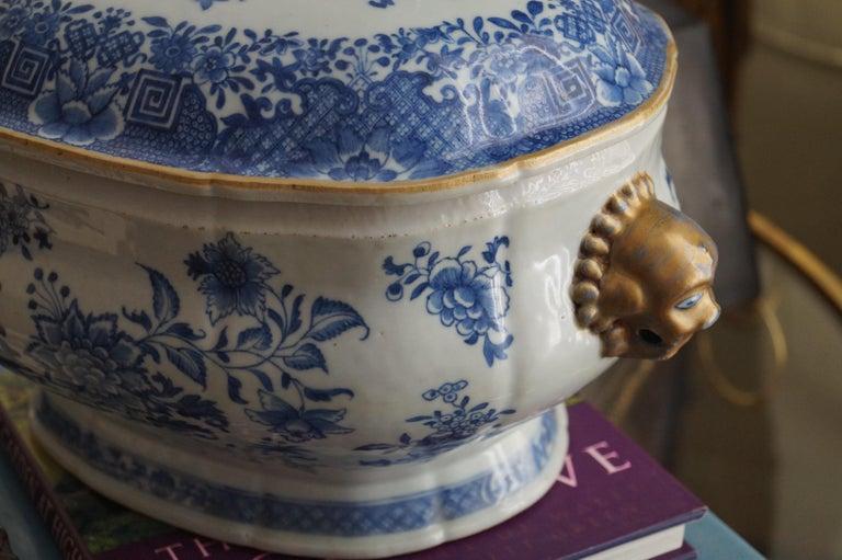 Porcelain Magnificent 18th Century Qianlong Period Soup Tureen with Golden Details For Sale