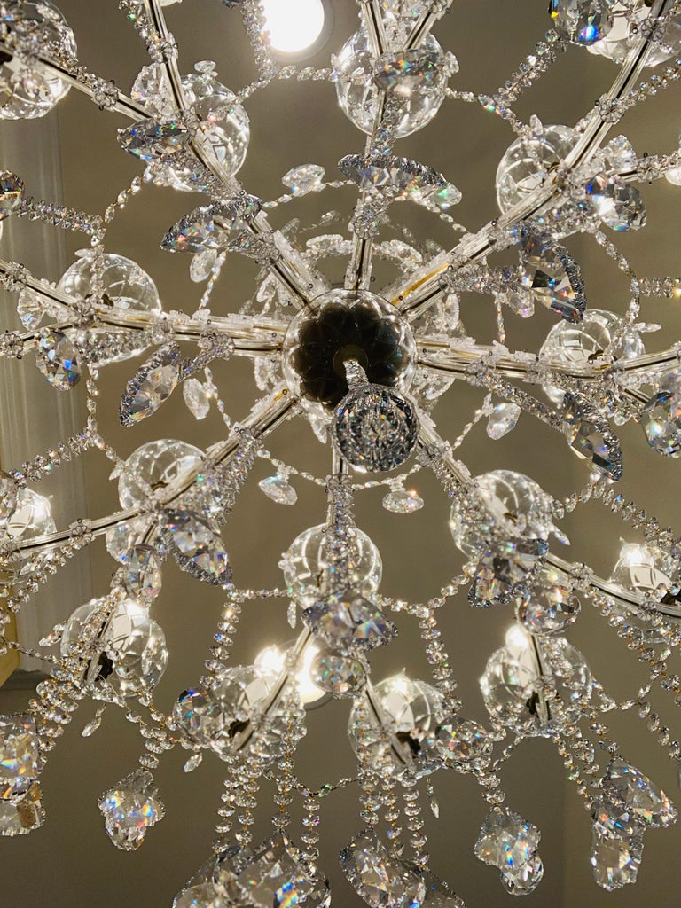 Magnificent 25-Light Maria Theresa Swarovski Crystal Olde World Gold Chandelier For Sale 1
