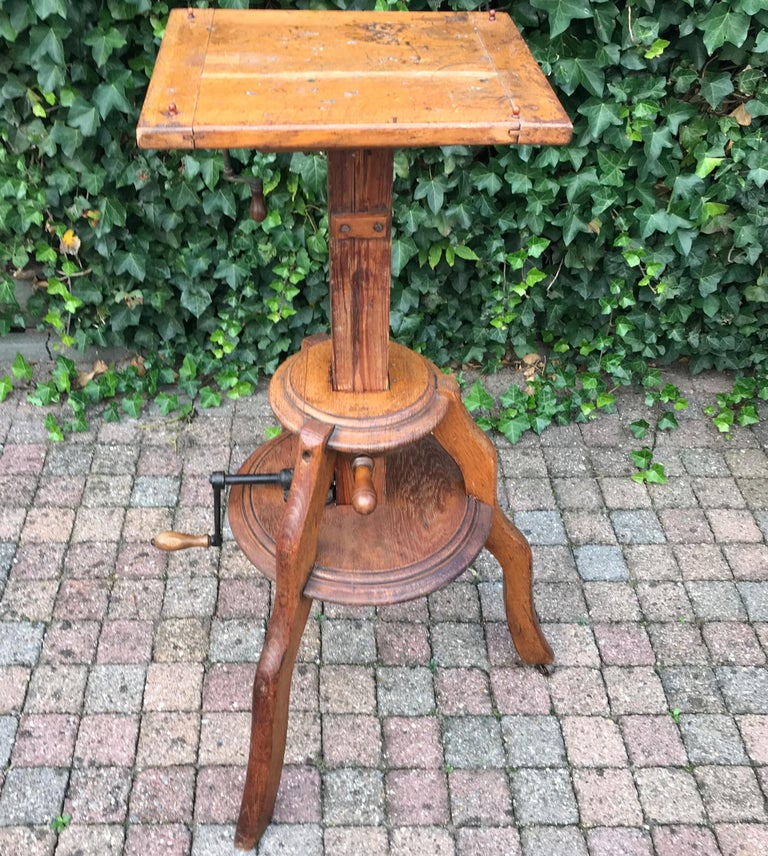 Turn of the century Arts & Crafts sculpture stand.   This beautifully designed stand is a joy to look at, even if there is nothing displayed on it. Thanks to the solid oak structure and the tripod base it is stable as the day it was hand-crafted.