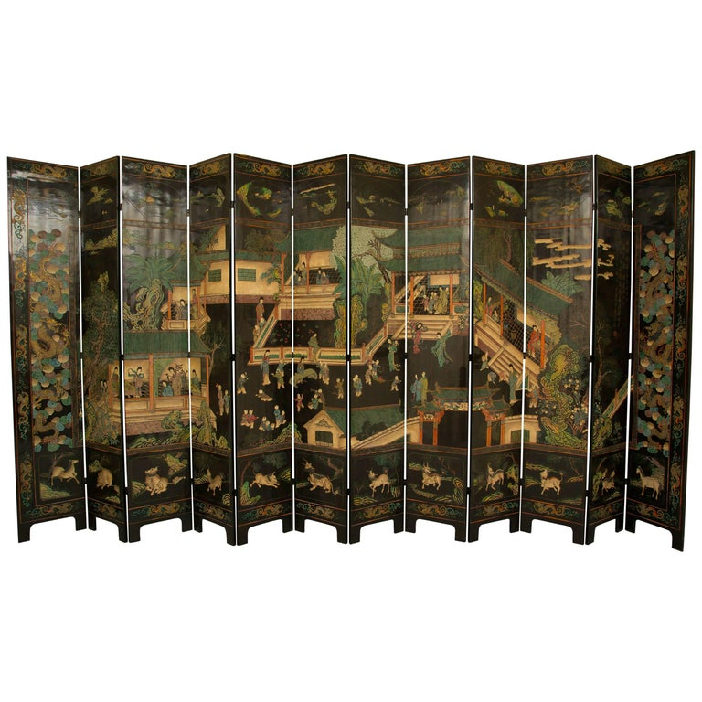 Magnificent Chinese 12-Panel Coromandel Screen For Sale