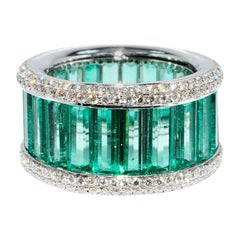 Magnificent Colombian Emerald and Diamond Ring 18 Karat White Gold