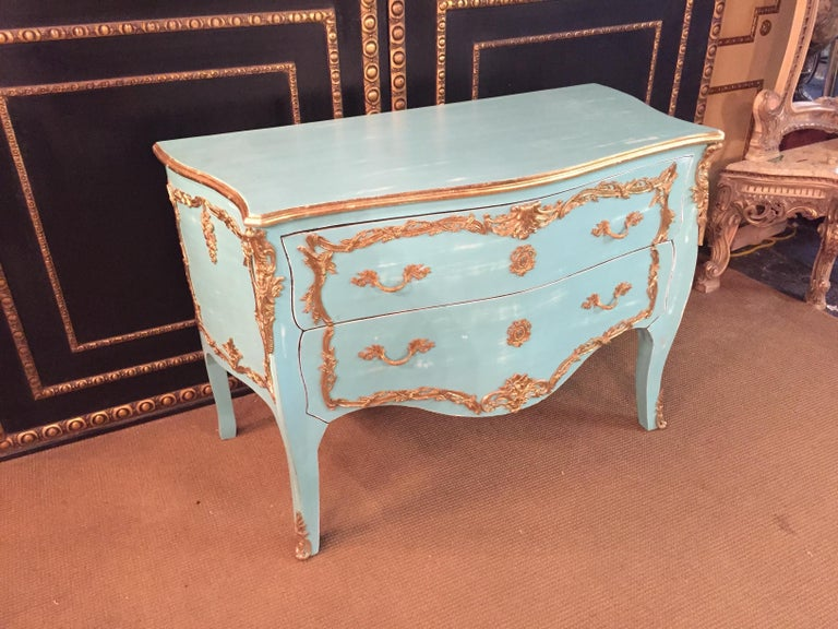 Magnificent French Chest of Drawers in Louis Quinze Style In Good Condition For Sale In Berlin, DE