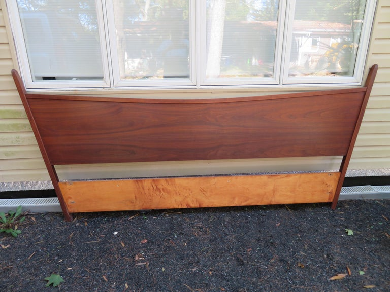 Magnificent George Nakashima Widdicomb Kingsize Headboard Bed Origins Collection For Sale 3