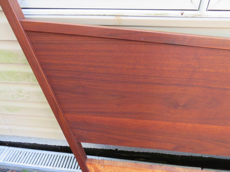 Magnificent George Nakashima Widdicomb Kingsize Headboard Bed Origins Collection For Sale 6