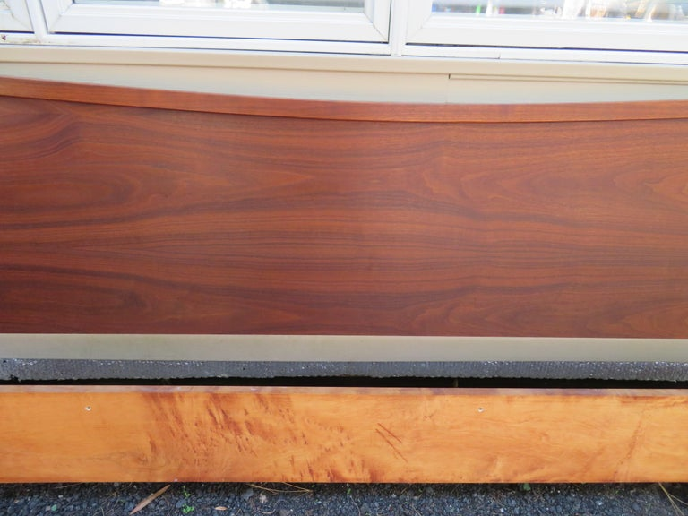 Mid-Century Modern Magnificent George Nakashima Widdicomb Kingsize Headboard Bed Origins Collection For Sale