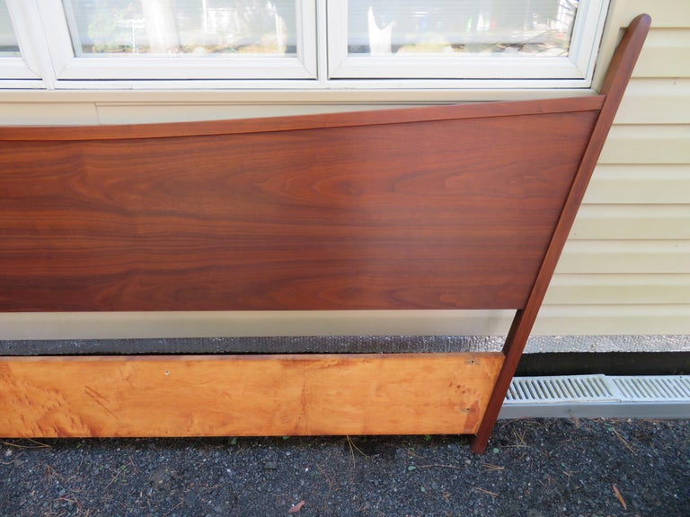 American Magnificent George Nakashima Widdicomb Kingsize Headboard Bed Origins Collection For Sale