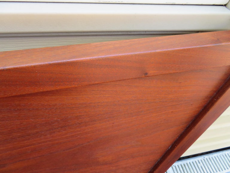 Magnificent George Nakashima Widdicomb Kingsize Headboard Bed Origins Collection In Good Condition For Sale In Medford, NJ