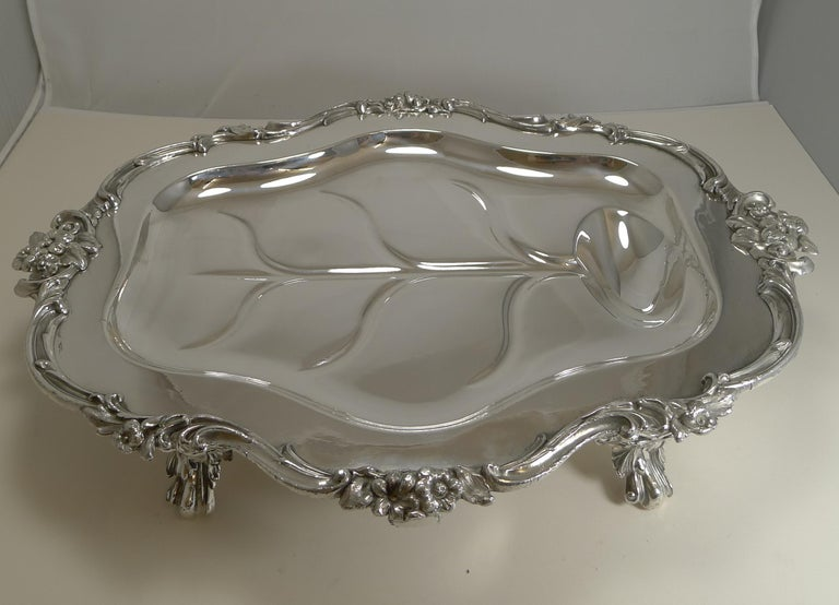 Magnificent Georgian Warming Meat Serving Dish in Silver Plate, circa 1820 For Sale 5