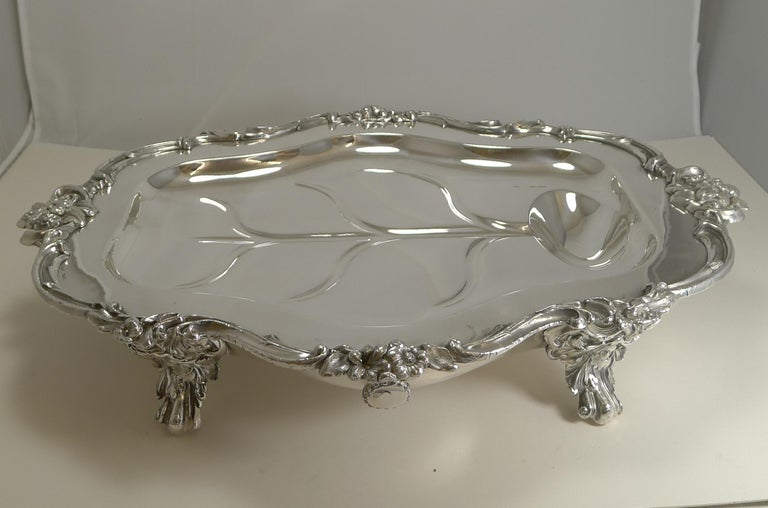 Magnificent Georgian Warming Meat Serving Dish in Silver Plate, circa 1820 For Sale 6