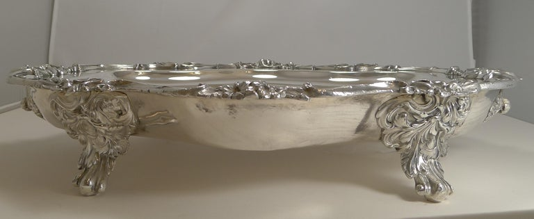 Early 19th Century Magnificent Georgian Warming Meat Serving Dish in Silver Plate, circa 1820 For Sale