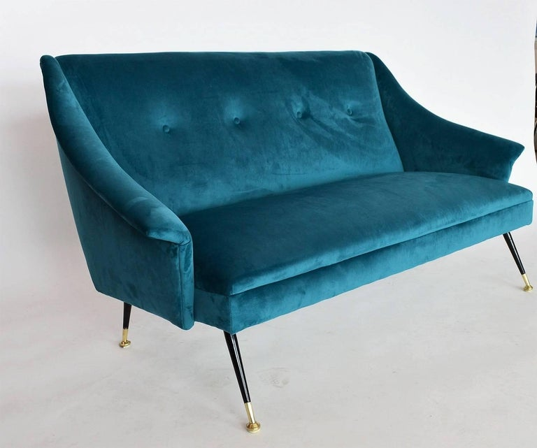 Italian Mid-century Sofa Reupholstered with Petrol Velvet, 1950s In Excellent Condition For Sale In Clivio, Varese