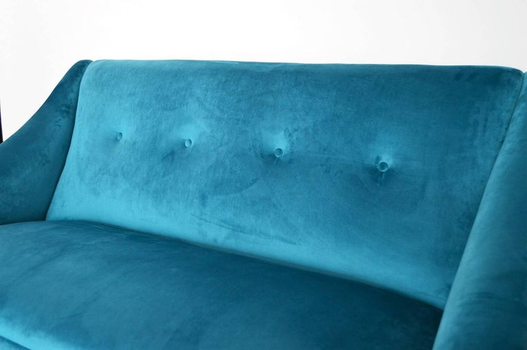 Italian Mid-century Sofa Reupholstered with Petrol Velvet, 1950s For Sale 1