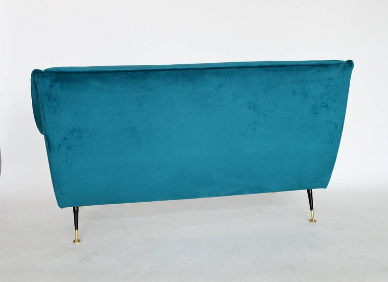 Italian Mid-century Sofa Reupholstered with Petrol Velvet, 1950s For Sale 2