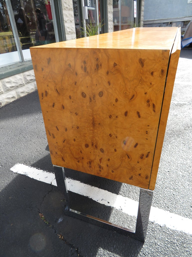 Magnificent Milo Baughman Burled Olive Wood Chrome Credenza Mid-Century Modern In Good Condition For Sale In Pemberton, NJ