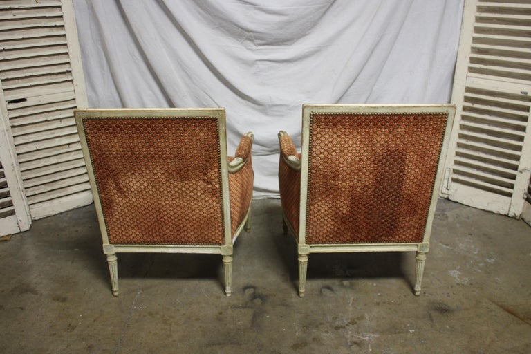 Magnificent Pair of 18th Century French Bergere Chairs For Sale 11