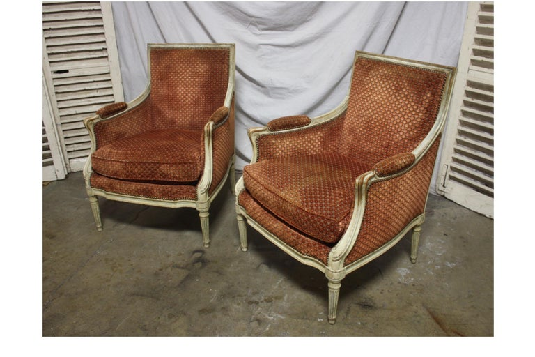 Magnificent Pair of 18th Century French Bergere Chairs For Sale 1