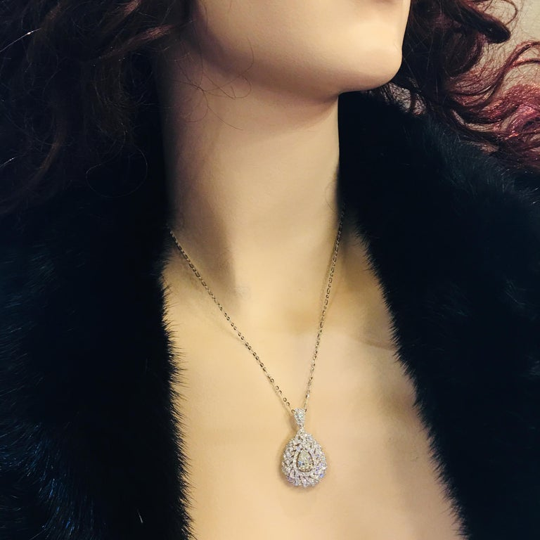 Contemporary Magnificent Pear Shaped 3.23 Carat Diamond Pendant 18 Karat Gold For Sale