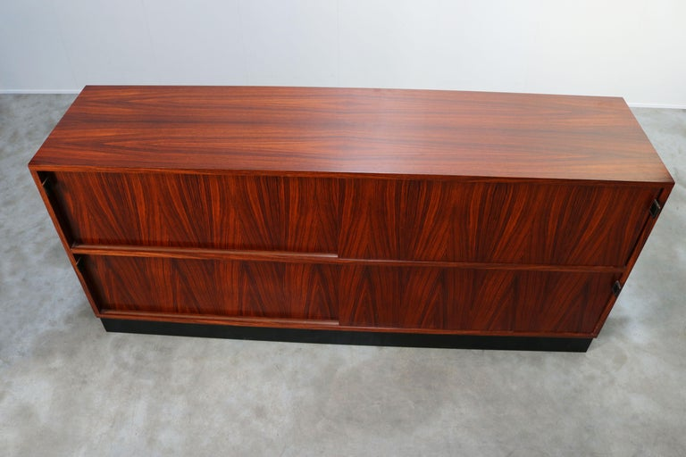 Magnificent Rosewood Sideboard by Florence Knoll for Knoll 1950s Black Leather For Sale 6