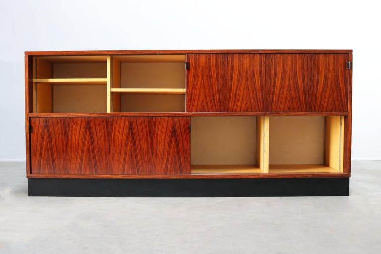 Magnificent Rosewood Sideboard by Florence Knoll for Knoll 1950s Black Leather In Good Condition For Sale In Ijzendijke, NL