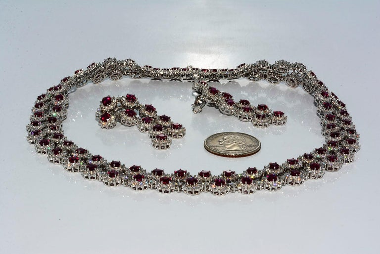 Magnificent Vietnamese Round Ruby Necklace and Matching Earrings 18 Karat Gold For Sale 6