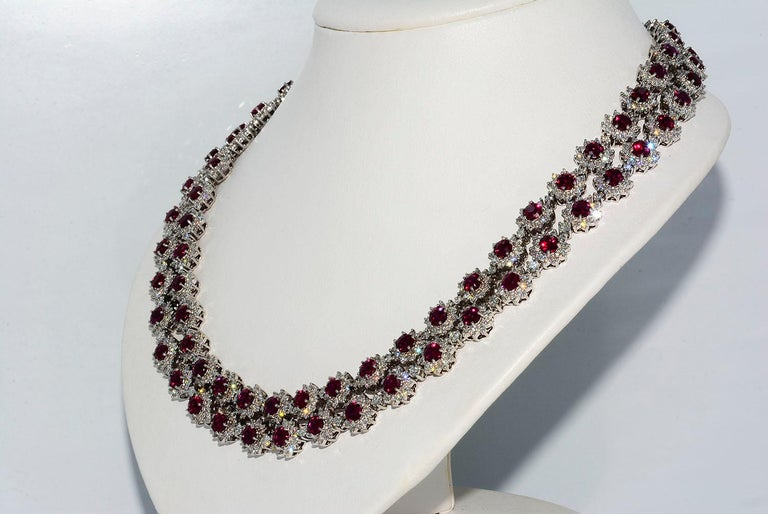 Modern Magnificent Vietnamese Round Ruby Necklace and Matching Earrings 18 Karat Gold For Sale