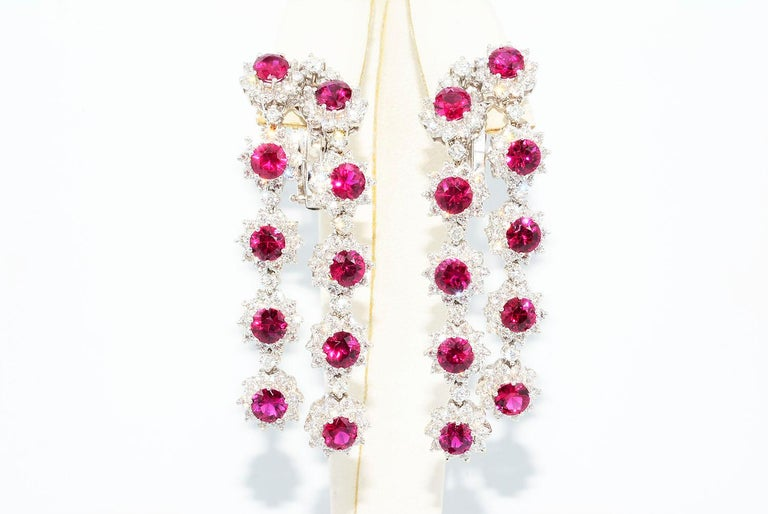 Magnificent Vietnamese Round Ruby Necklace and Matching Earrings 18 Karat Gold For Sale 2