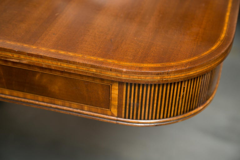 20th Century Mahogany and Inlaid Dining Room Table For Sale