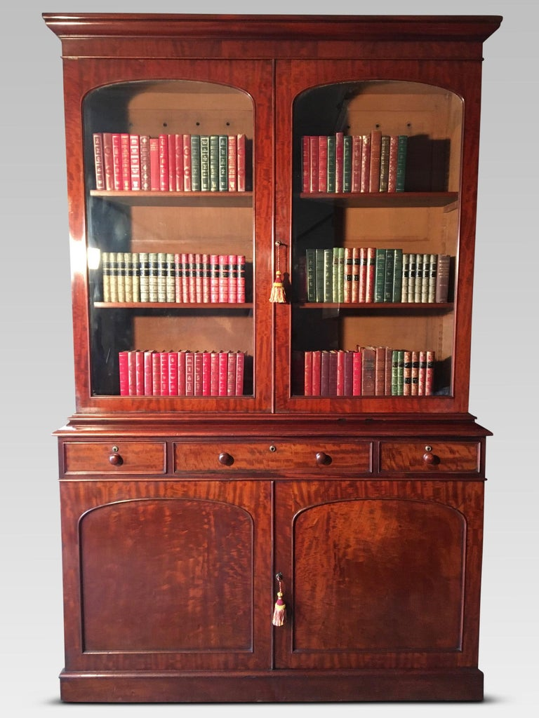 Fine quality English mahogany library bookcase, circa 1840. This delightful bookcase has a marvellous grain and antique patination. It was sourced from a large London property and had been well maintained. We have simply cleaned and wax polished it