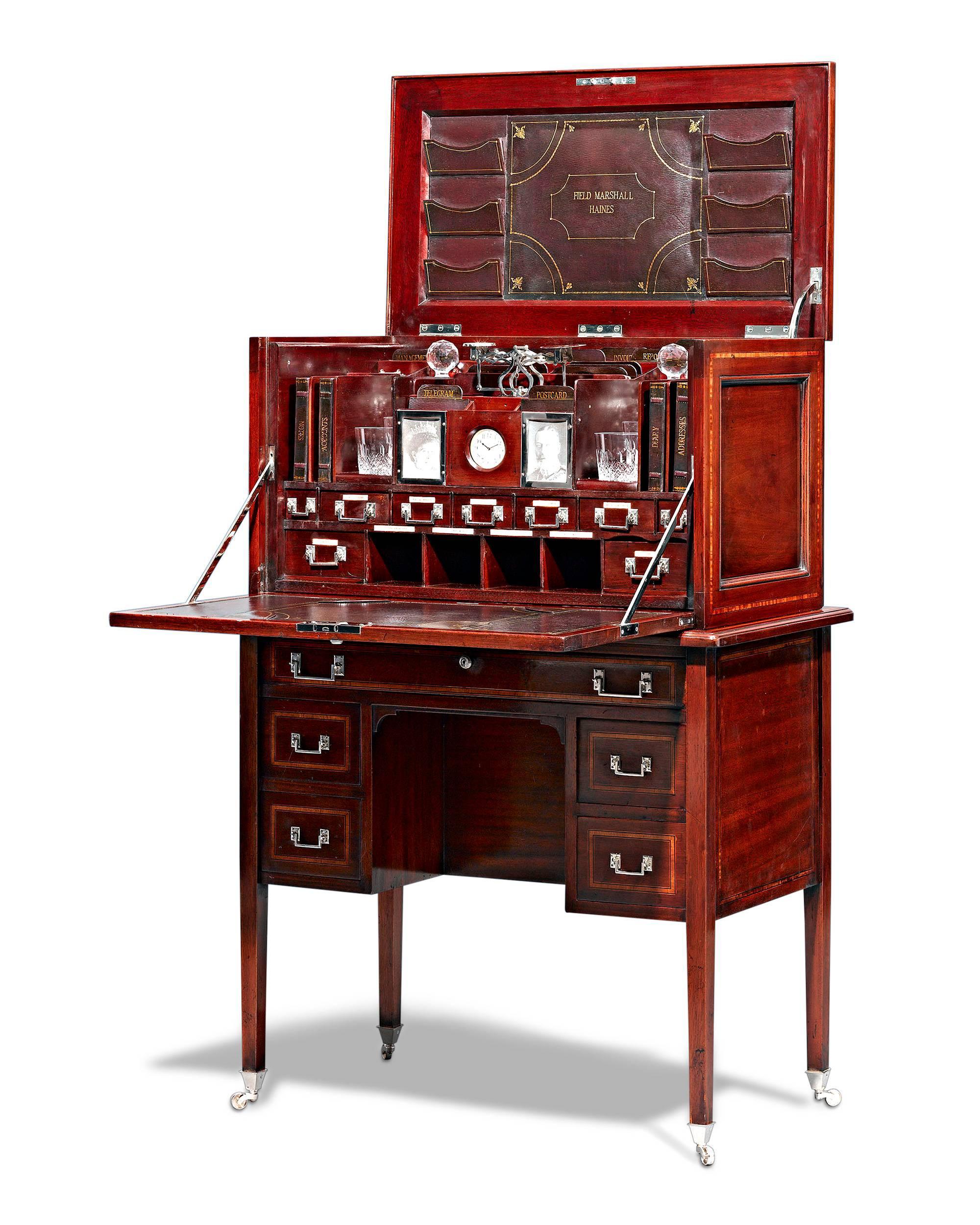 Merveilleux Mahogany British Campaign Desk