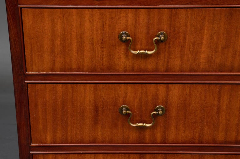 Mahogany Chest of Drawers In Good Condition For Sale In Hudson, NY