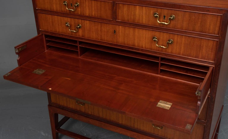 Mahogany Chest of Drawers For Sale 1