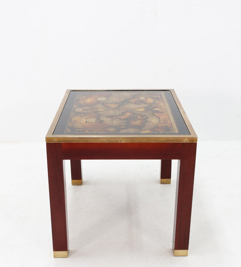 Mahogany Glass Map Side Table In Good Condition For Sale In Den Haag, NL