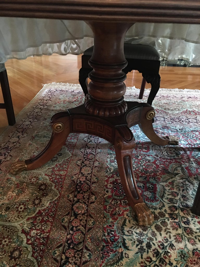 Mahogany Round Table with Greek Key Inlay on a Decorative Pedestal, 20th Century For Sale 1