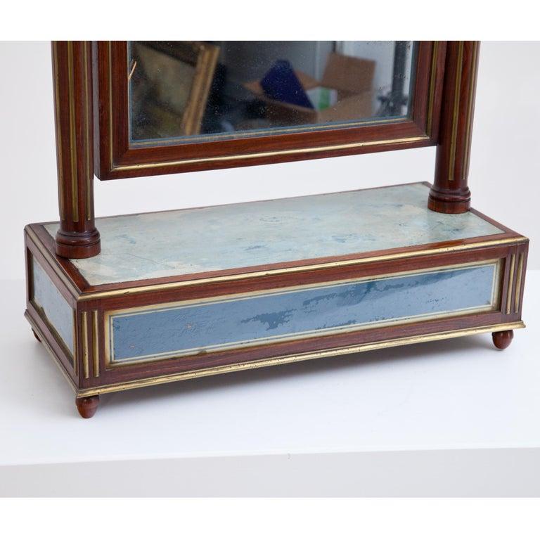 Mahogany Table Mirror with Verre Églomisé Inlays, St. Petersburg, circa 1800 In Good Condition For Sale In Greding, DE