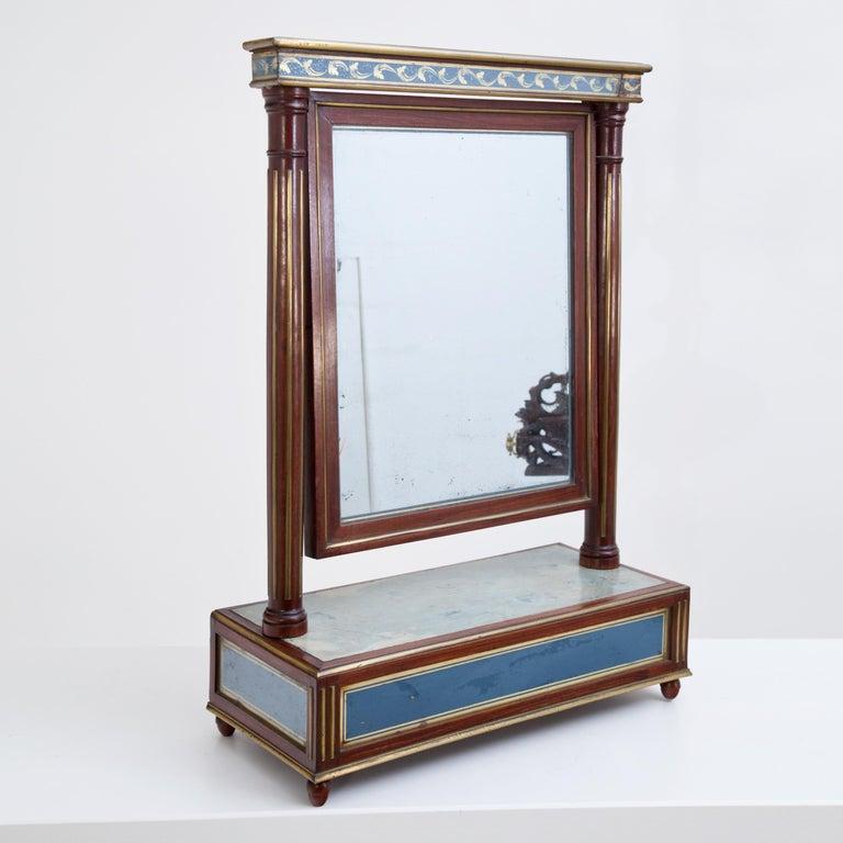 Mahogany Table Mirror with Verre Églomisé Inlays, St. Petersburg, circa 1800 For Sale 1