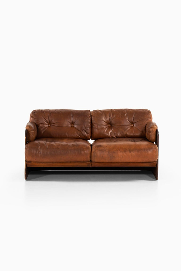 Very rare sofa designed by Maija Ruoslahti. Produced by Sopenkorpi in Finland.