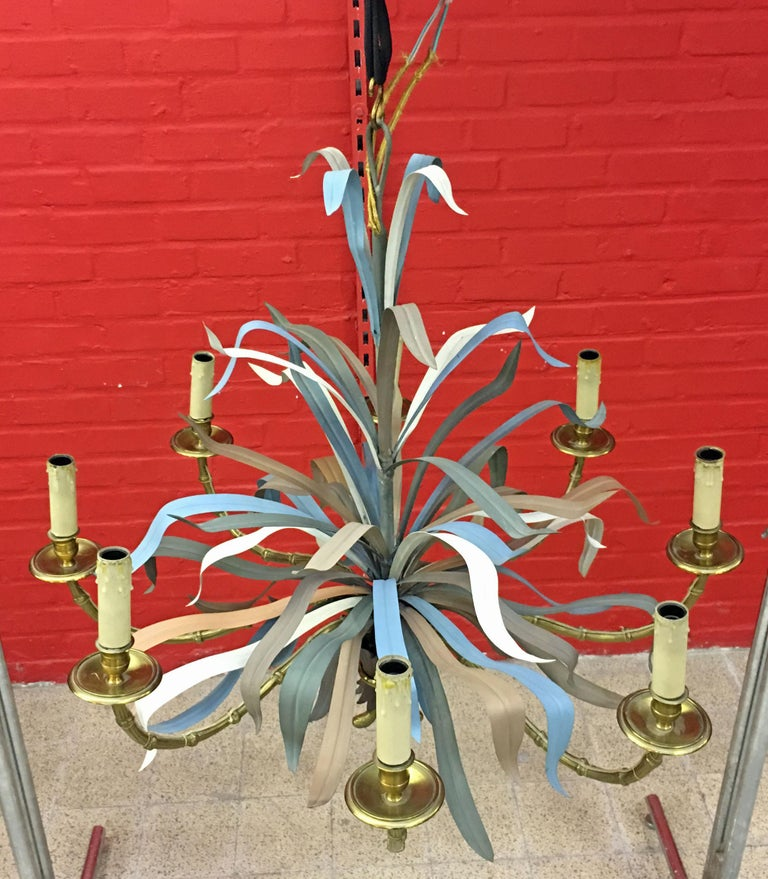 Mid-20th Century Maison Baguès, Large Chandelier in Gilded Bronze and Lacquered Metal circa 1950 For Sale
