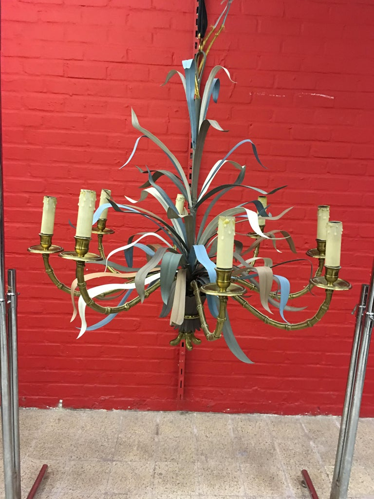 Maison Baguès, Large Chandelier in Gilded Bronze and Lacquered Metal circa 1950 For Sale 1