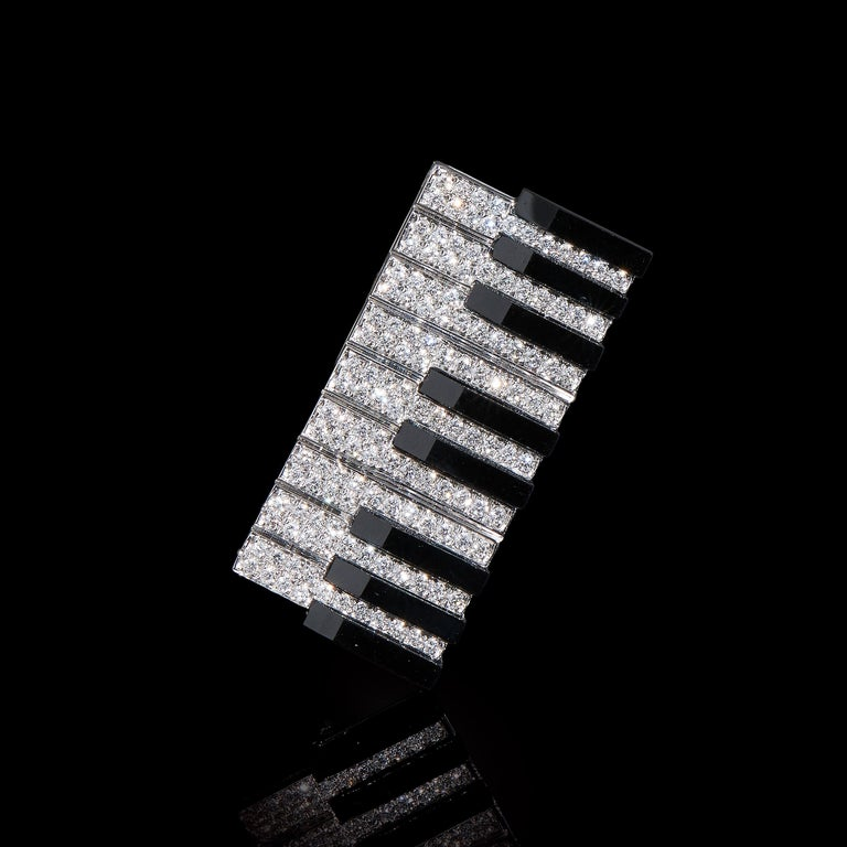 Keyboard   Enamel, 135 Diamonds (0.914ct), 18K White Gold. Length: 34mm  A simple and elegant pendant for piano lovers.