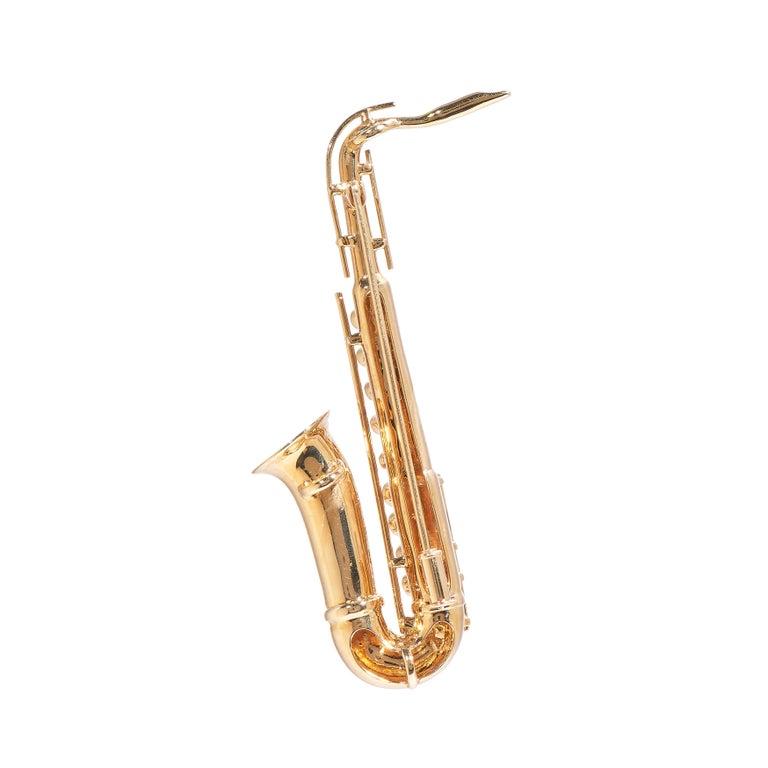 Round Cut Saxophone, 18 Karat Yellow Gold, Diamonds Brooch For Sale
