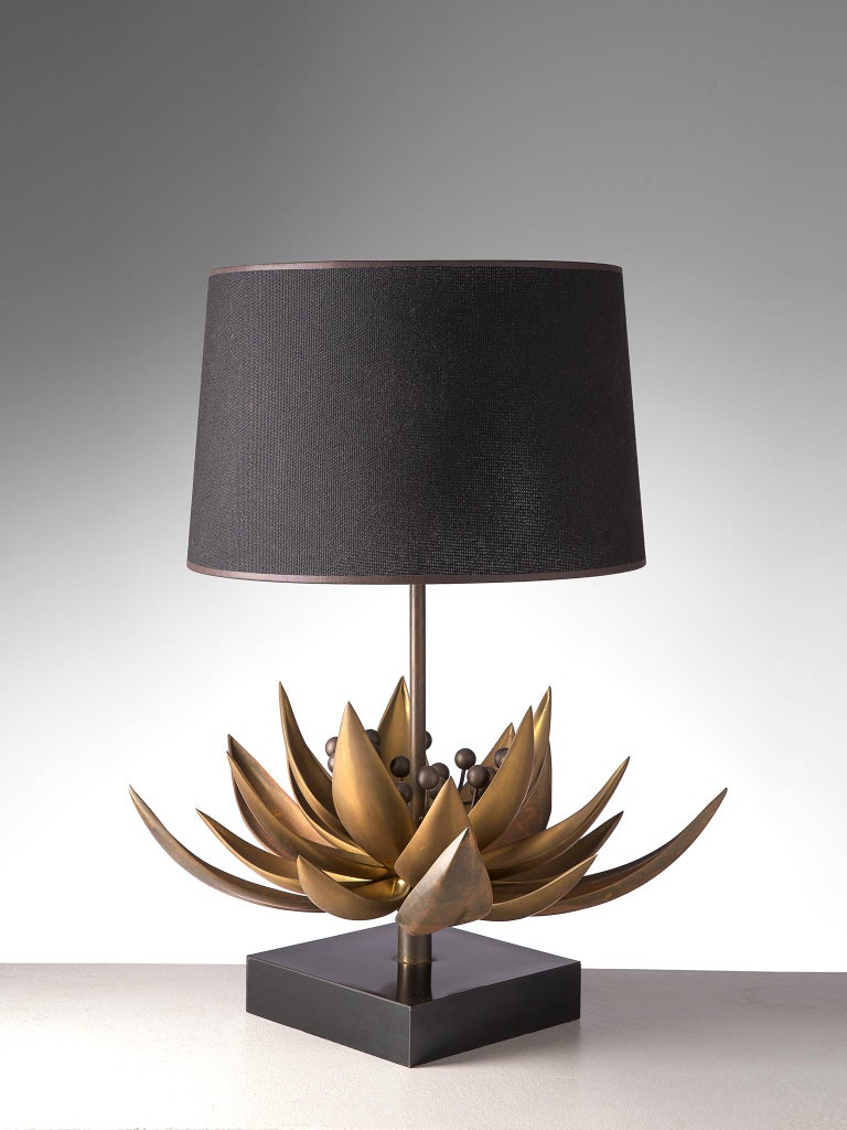 Mid-Century Modern Maison Jansen Floral Table Lamp in Patinated Brass For Sale