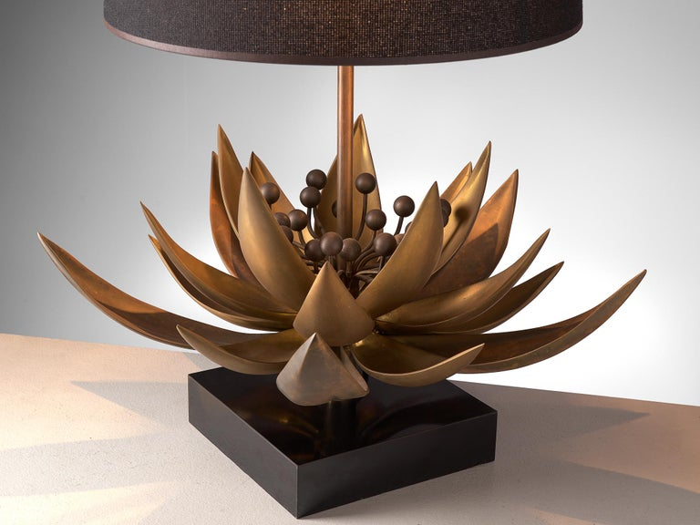 Maison Jansen Floral Table Lamp in Patinated Brass In Good Condition For Sale In Waalwijk, NL