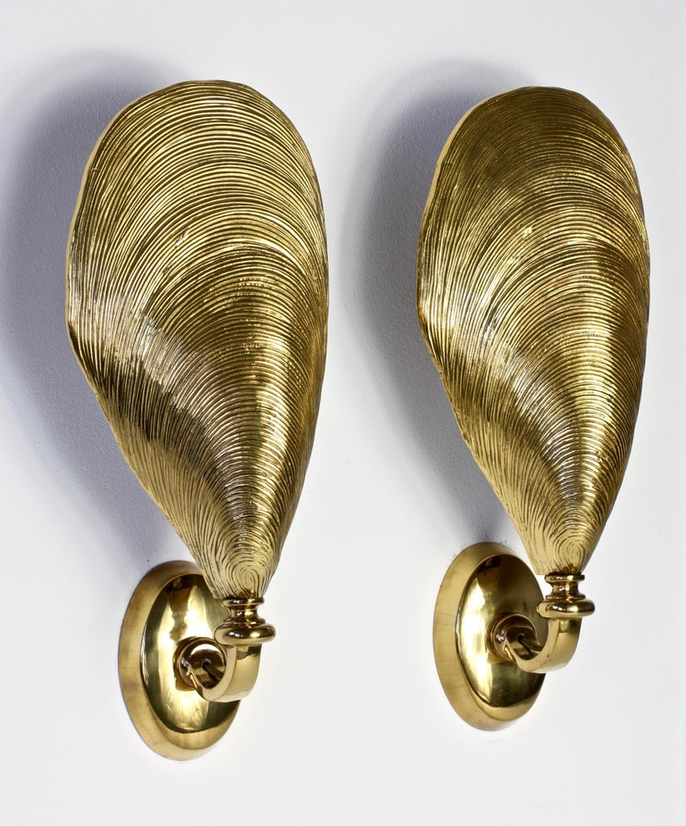 Maison Jansen Pair of Midcentury Bronze Mussel Shell Wall Lights or Sconces In Good Condition For Sale In Landau an der Isar, Bayern